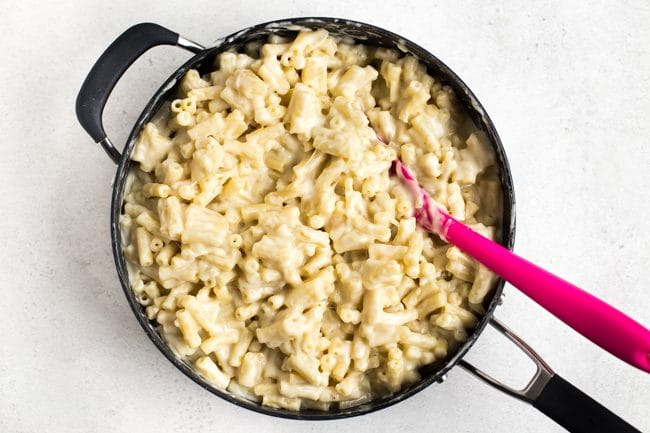 Creamy macaroni cheese in a large frying pan