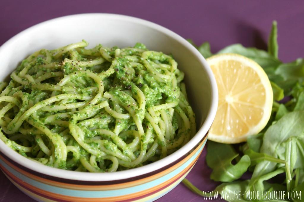 Creamy avocado and rocket pasta