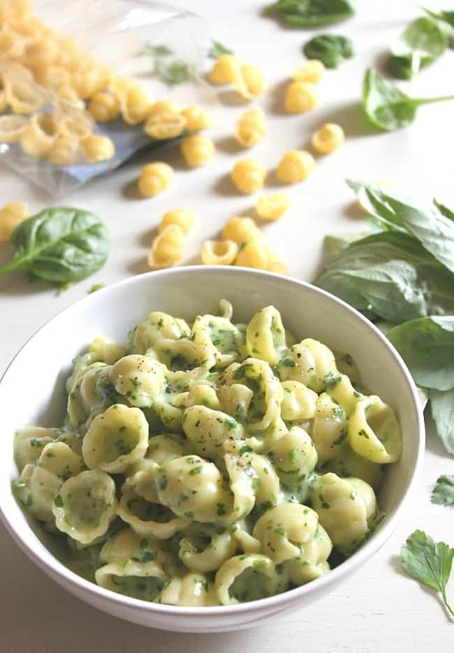 Spinach and basil pesto macaroni cheese [Amuse Your Bouche]