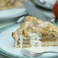 German Krummeltorte (easy apple crumble cake)