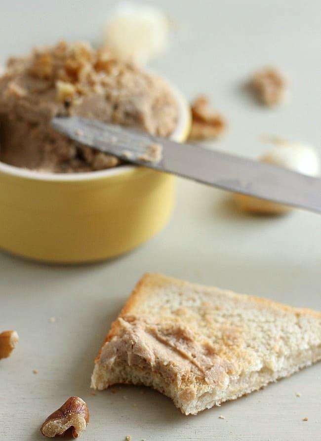 Walnut and roasted garlic chickpea pâté