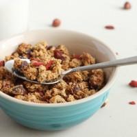 Goji berry and hazelnut granola