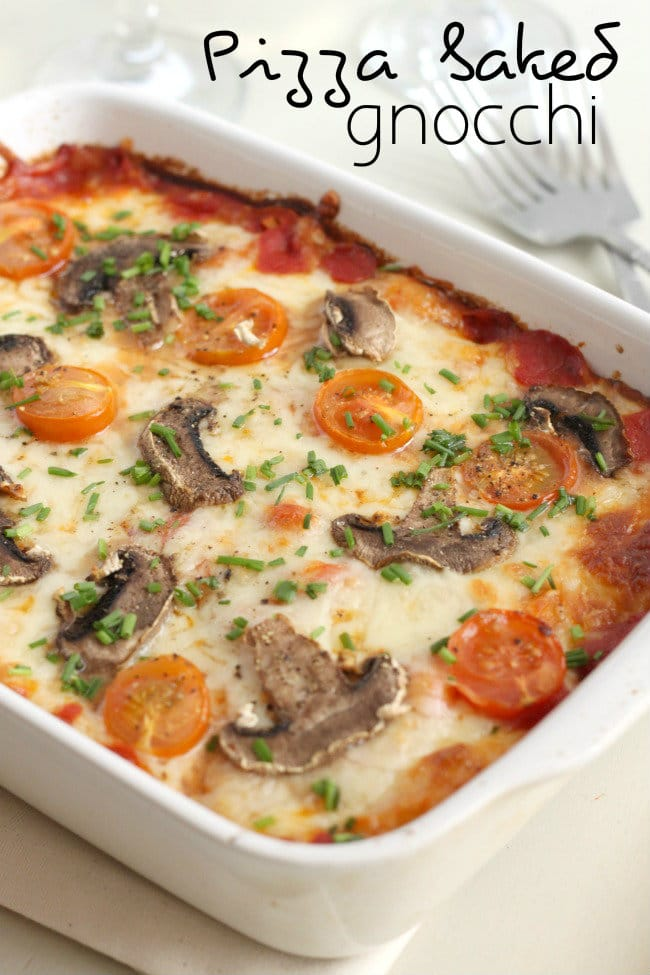 Pizza baked gnocchi - easy to customise with your favourite pizza toppings! / amuse-your-bouche.com