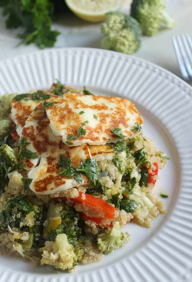 Warm quinoa salad with grilled halloumi and parsley dressing / amuse-your-bouche.com