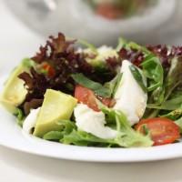 Avocado caprese salad