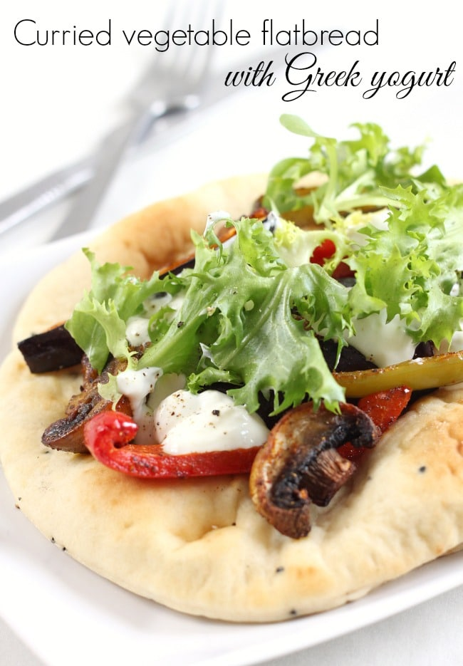Curried vegetable flatbread with Greek yogurt - an easy and healthy lunch!