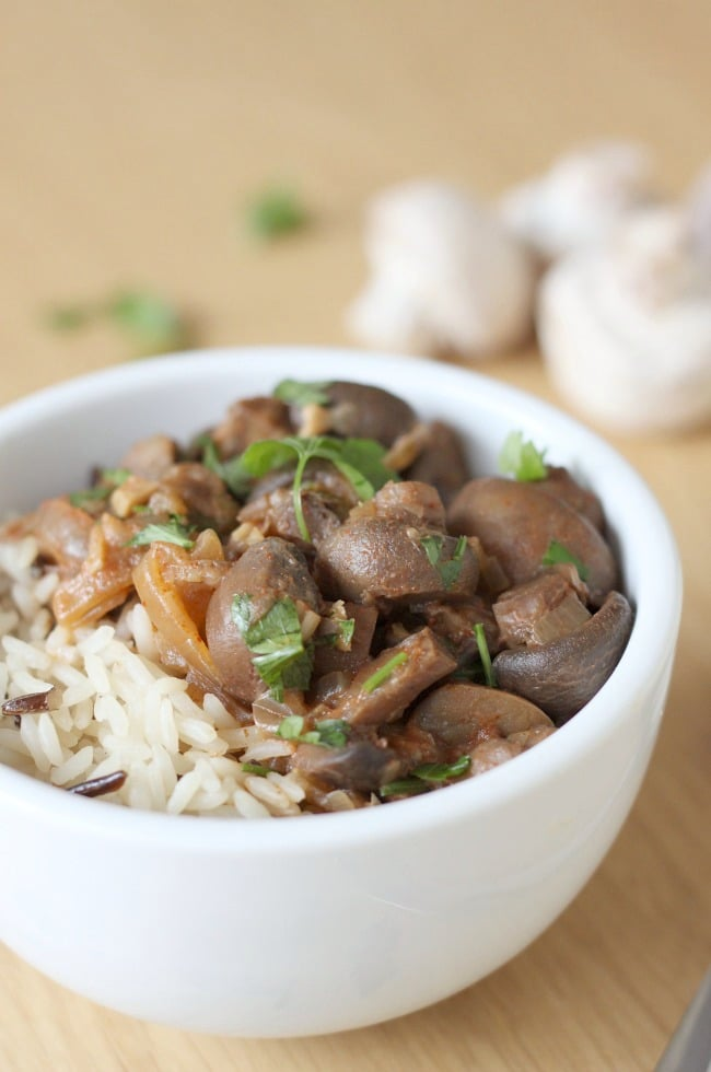 Crock pot mushroom stroganoff - only 5 minutes of effort to create a wonderful vegetarian dinner!