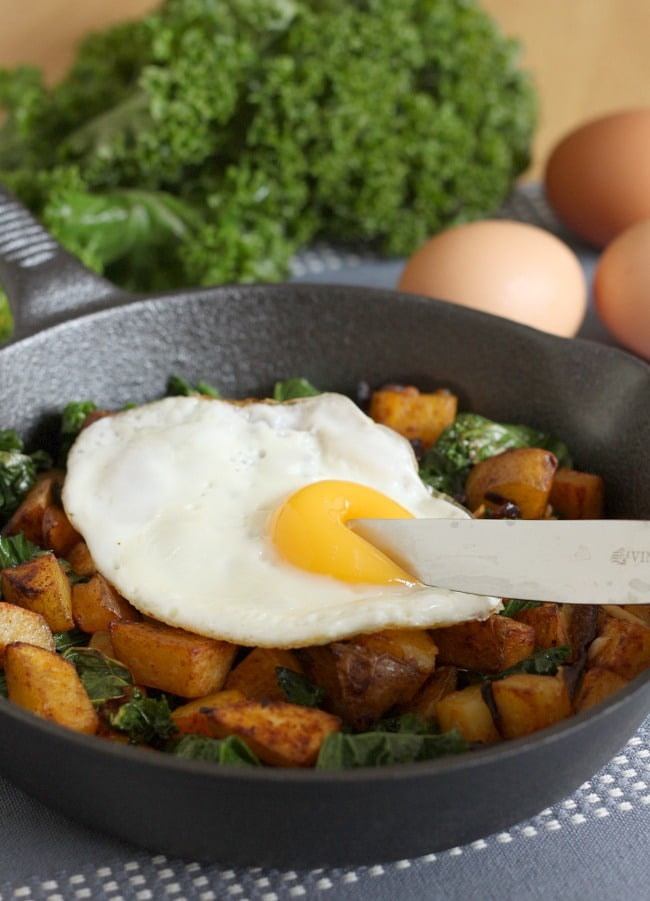 Kale and potato breakfast hash - perfect for a lazy Sunday morning :)