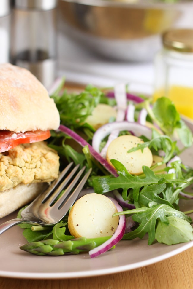 White bean and pesto burgers with an asparagus and new potato salad - order the recipe and ingredients from Marley Spoon for this week only!