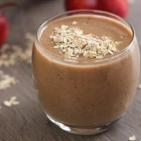 Healthy apple crumble smoothie