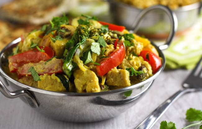 Healthier korma curry - at just over 300 calories for a generous portion, this lighter version of the usually rich and creamy korma makes a really healthy dinner! And it's absolutely delicious too!