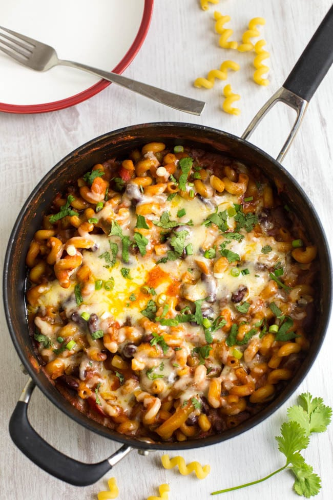 One pot vegetarian chilli mac - a cross between chilli and macaroni cheese! It's spicy, saucy, cheesy - and all done in one pan :)