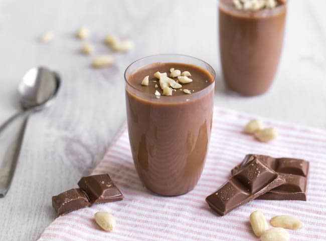 Seriously easy peanut butter chocolate pots - OMG. These are AMAZING. They're so quick and easy to make, and they're SO delicious - they seriously melt in your mouth. Great dessert for a dinner party!