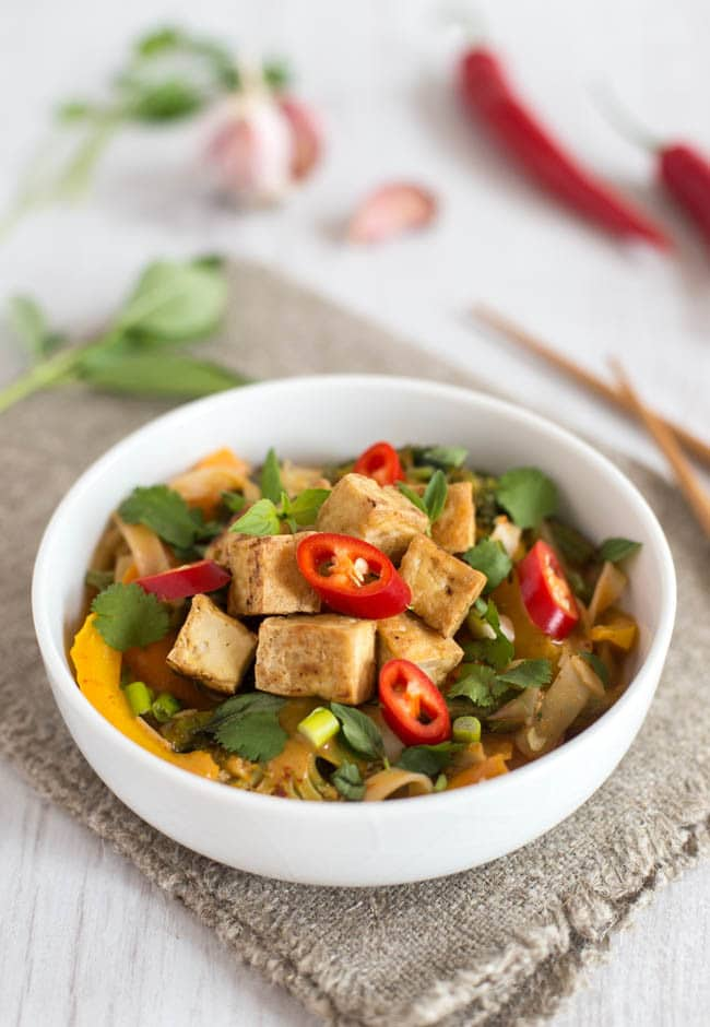 Spicy veggie laksa with crispy tofu - packed full of veggies, this easy Thai soup with noodles is the tastiest thing I've made all month! Vegetarian, vegan and gluten-free :)