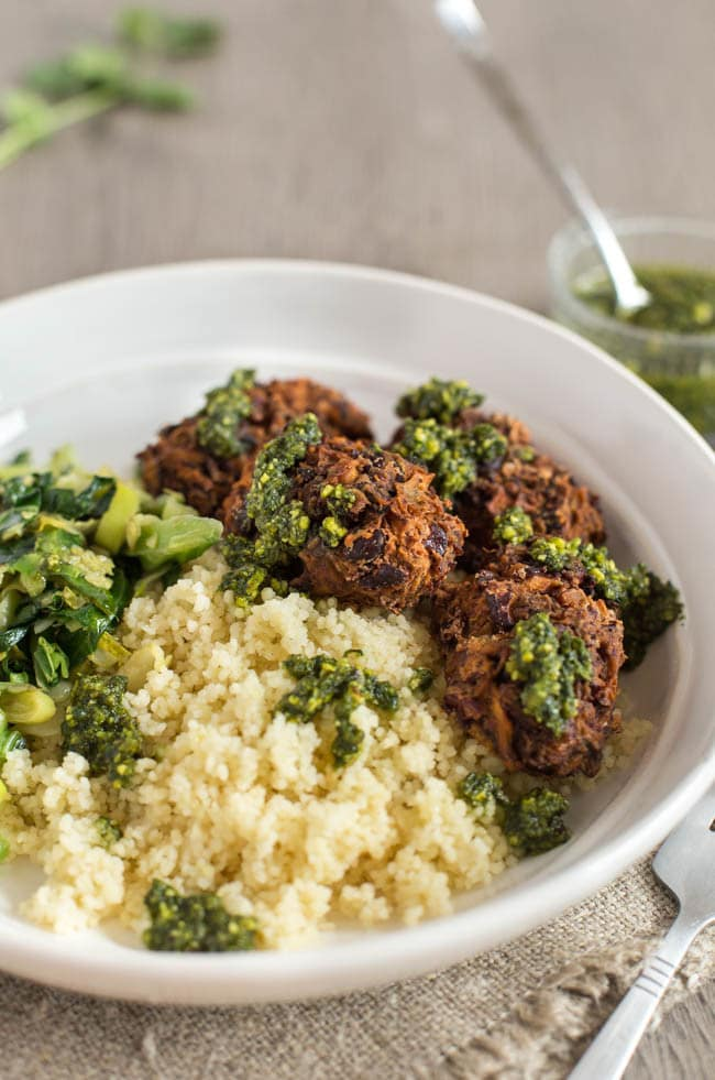 Mushroom and kidney bean koftas with a pesto drizzle - these easy and super tasty vegetarian koftas are vegan and gluten-free, and perfect served with veggies and couscous!