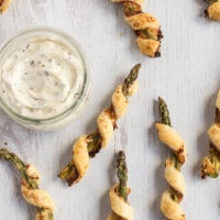 Cheesy asparagus straws with mustard mayo