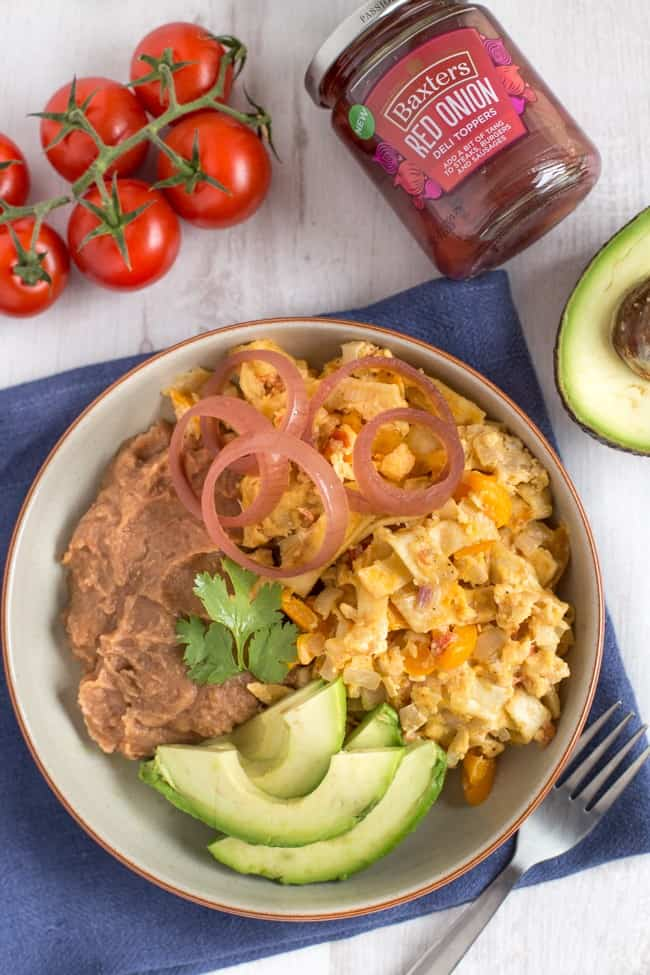 Easy vegetarian migas - a Tex Mex breakfast dish that's basically scrambled eggs with veggies and pieces of crispy tortilla. So tasty!