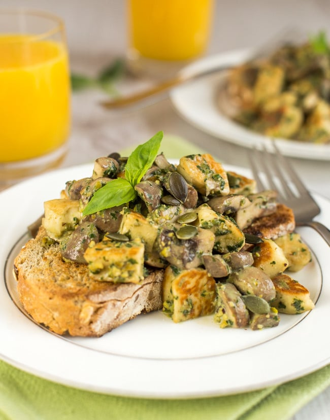 Creamy pesto mushrooms and halloumi on toast - quick and easy to make, and sooo yummy! The perfect vegetarian brunch.