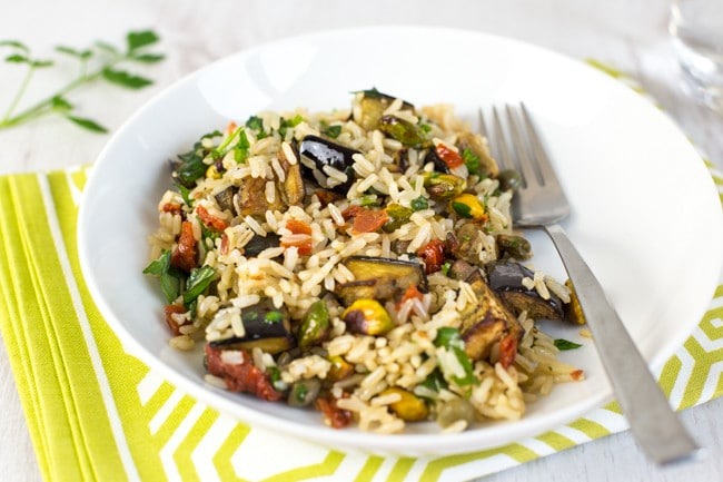 Warm brown rice salad with roasted aubergine and pistachios - a seriously tasty and healthy vegan / vegetarian lunch or dinner!
