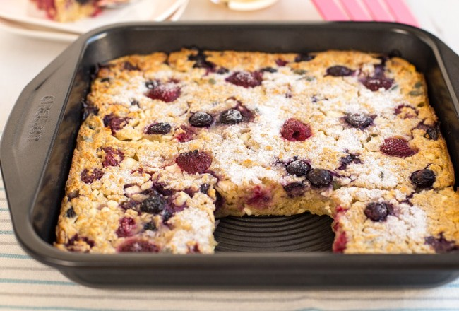 Raspberry and blueberry oaty breakfast bars - Amuse Your Bouche