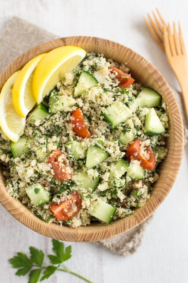Low-carb cauliflower tabbouleh - cauliflower rice works so well in place of the bulgur wheat in this easy vegan tabbouleh recipe! Full of flavour from the gorgeous fresh herbs.