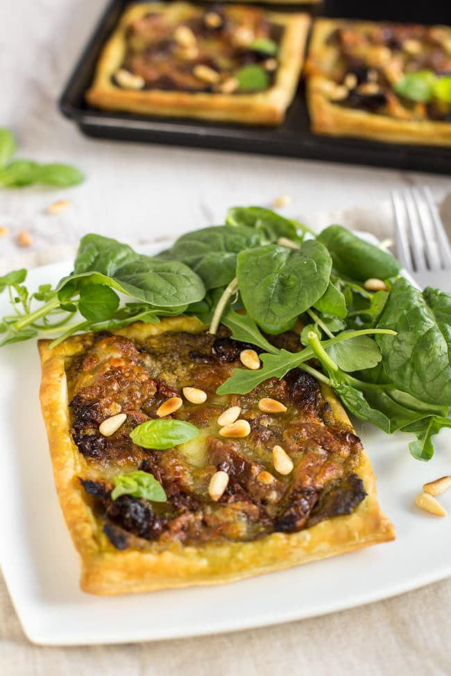 Easy 5 ingredient pesto tomato tart - a cheesy tart with tons of flavour that can be made in just a few minutes, with only 5 everyday ingredients!