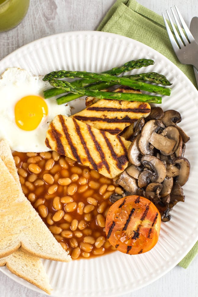 Vegetarian full English breakfast - who said a fry up is just for the meat-eaters?! Add grilled halloumi and asparagus for a tasty vegetarian full English breakfast.
