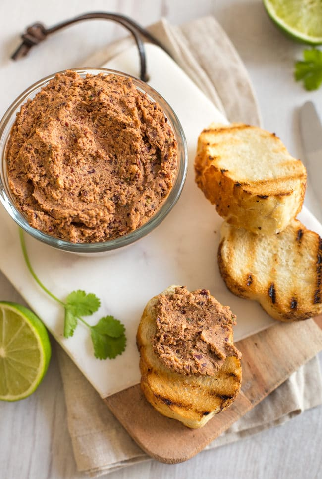 Mexican bean vegetarian pâté - so quick and easy to make, and perfect for lunches and lunch boxes! This spicy, protein-rich spread is vegetarian and vegan.