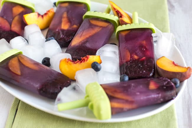 Blueberry and peach green tea ice lollies - a healthy summer treat that's incredibly easy to make!