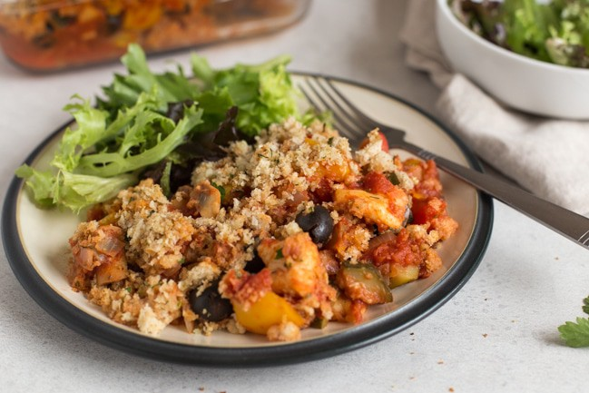 Halloumi casserole with crispy garlic breadcrumbs - a seriously tasty Mediterranean-inspired vegetarian casserole with squidgy halloumi cheese, tons of veggies, a rich tomato sauce, and crispy garlic breadcrumbs!