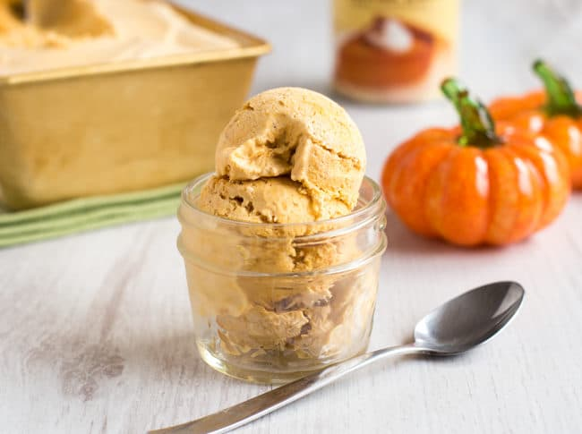 No churn pumpkin pie ice cream - this is SO EASY, and it doesn't need an ice cream maker! A great dessert for a Halloween party or Thanksgiving.