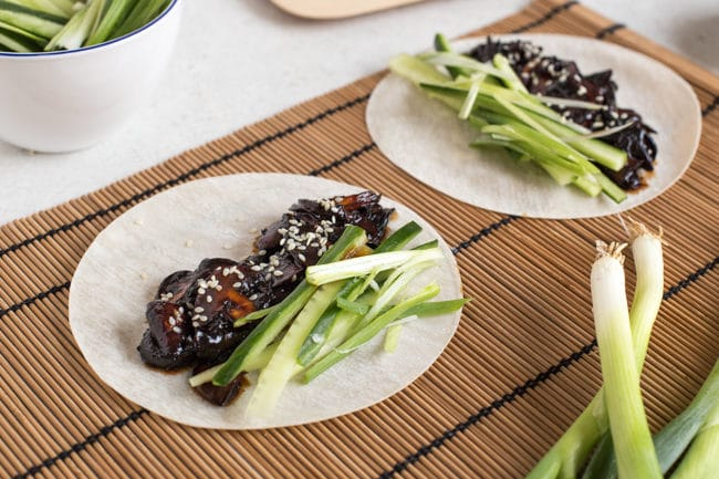 Vegetarian Chinese pancakes with homemade hoisin sauce - an easy vegan version of the Chinese buffet favourite!