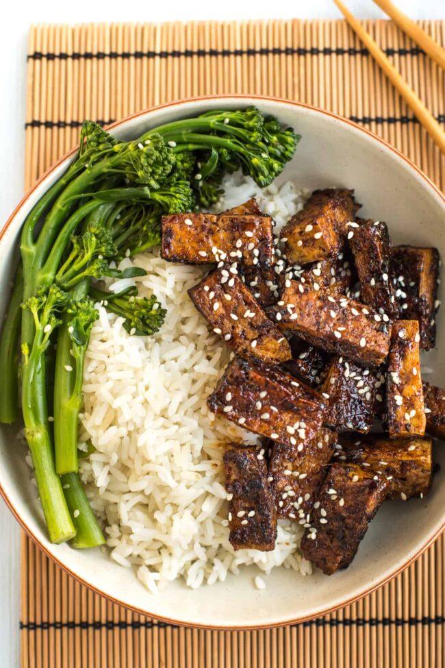 Sticky teriyaki tofu with rice and broccoli.