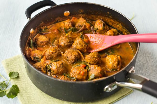 Falafel curry in a frying pan.