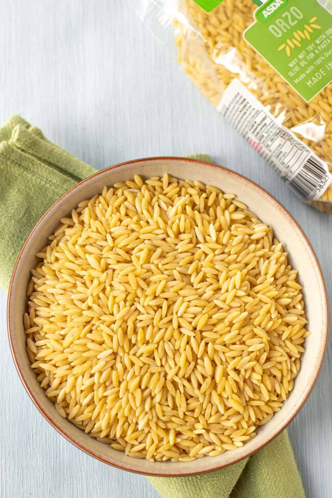 A bowl of dried orzo.